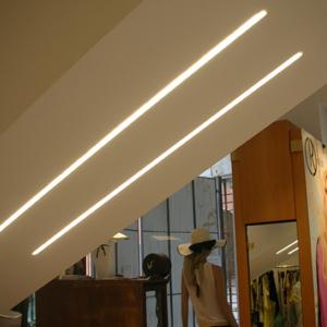 Barre led illuminazione led negozi for Illuminazione negozi