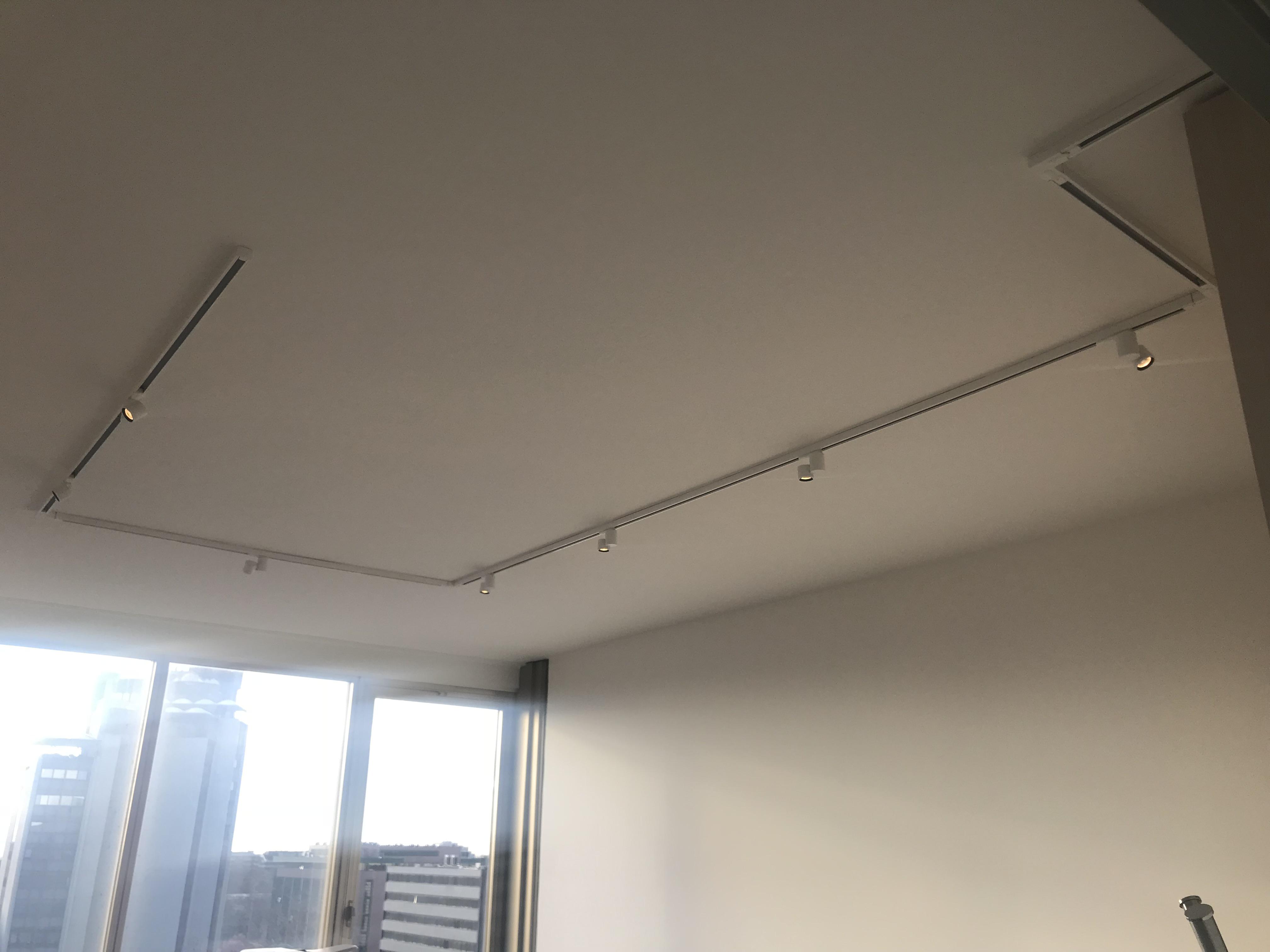 Illuminazione negli uffici normativa design pulito e